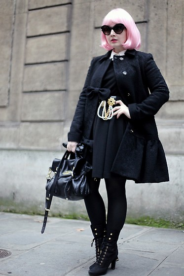 Ioa G - Prada Minimal Baroque Sunglasses, Valentino Bow Coat, Vintage Pearl Belt, Mullberry Black Bag, Louis Vuitton Lace Up Booties, Wolford Black Tights, H&M Lbd - The Pink Wig @Dior - Paris Fashion Week