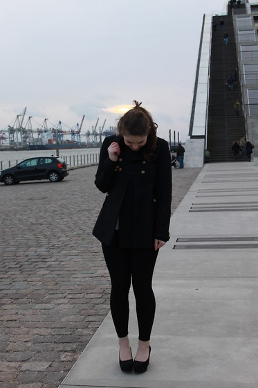 Natascha C - French Connection Uk Coat, Primark Leggings, H&M Plateau Wedges - HAMBURG