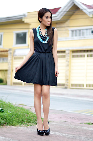 Laureen Uy - House Of Trois Necklace, The Closet Goddess Dress, Yves Saint Laurent Pumps - Suburbia Black (BMS)