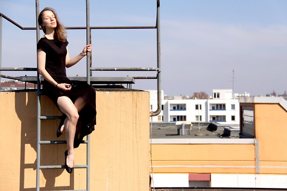 Vanessa S. - Weekday Dress, H&M Ballet Flats - On the roof top - Ackerstraße