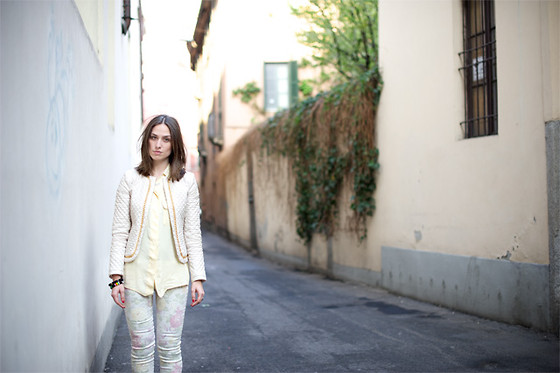 Erika Boldrin - Rinascimento Jacket, Zara Floreal Pants - In soft colors