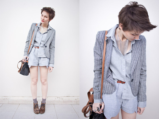 Barbara Zanella - Marisa Blazer, Emme Shirt, Zou Boutique Shorts, Handmade Necklace - You can fall for chains of silver