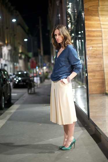 Erika Boldrin - H&M Sweater, Vintage Pants, Zara Shoes - In the night