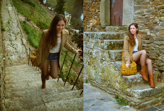 Barbara G - H&M Necklace, Pull & Bear Blouse, Diy Cut Off Shorts, Pull & Bear Boots, Stradivarius Coat, Blanco Bag - Happy Easter!
