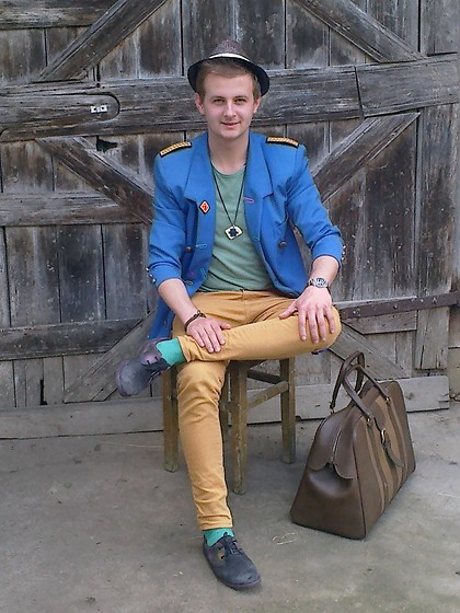 Adrian Vele - Fvadrian Coat, Fvadrian Necklace, Zara Pant's, Pull & Bear T Hirt, Fvadrian Bag - 'colourfull' is the new color!