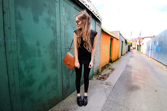 Anouska Proetta Brandon - American Apparel Top, Black Milk Clothing Leggings, The Quiet Riot Creepers, Urban Outfitters Bag - Colour filled backstreets.