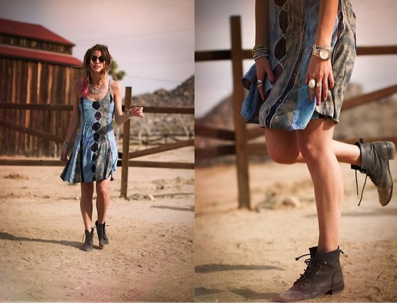 Kiara Schwartz - Nasty Gal Vintage Dress, Birds Of A Feather Necklace, Seychelles Booties, Alden Rae Wrap Bracelet - PIONEERgal in dust and dirt
