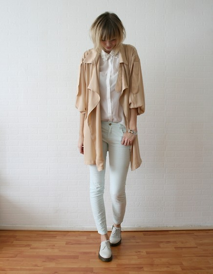 Sietske L - Chic Wish Shirt And Trenchcoat, Cooee Bracelet, Zara Mintgreen Jeans, Dr. Martens Cream Docs - Pure pastels.