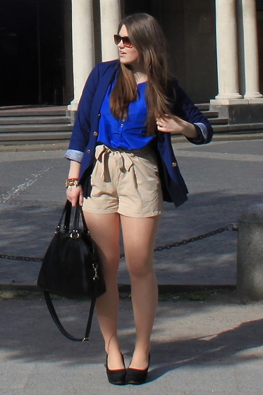 Natascha C - Florida Blazer From My Best Friend, H&M Blue Blouse, H&M High Waisted Shorts, H&M Leaf Bracelet, H&M Blag Leather Bag, H&M Platform Wedges - University sunshine.