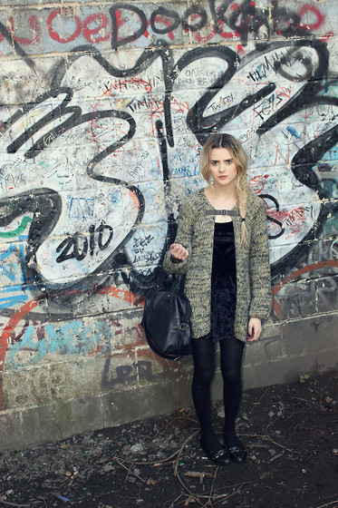 Shannon Ratcliffe - Topshop Suede Dress, Topshop Tassle Loafers, Topshop Leater Shoulder/Strap Bag, Topshop Knitted Buckle Cardigan - I dont know what these scribbles are