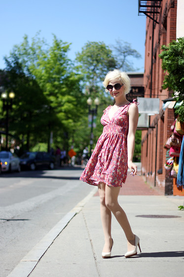 PAUL ISLAND - H&M Bubble Dress, Aldo White Pumps, Garment District Round Sunglasses, Newport Cigarette, Cvs Pantyhose -  bubble gum dress and cafe cigarettes