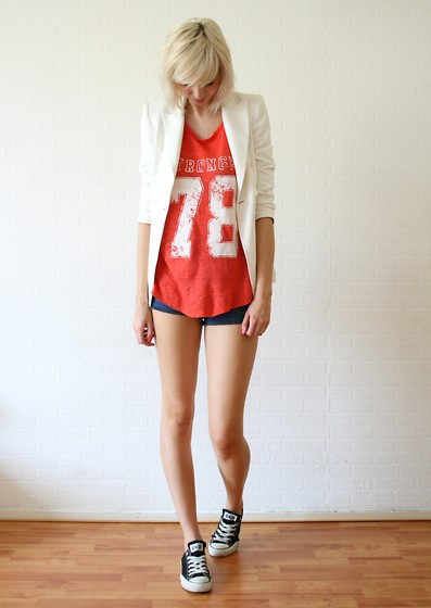 Sietske L - Zara Blazer And Top, Sheinside Shorts, Converse All Stars - Number 78.