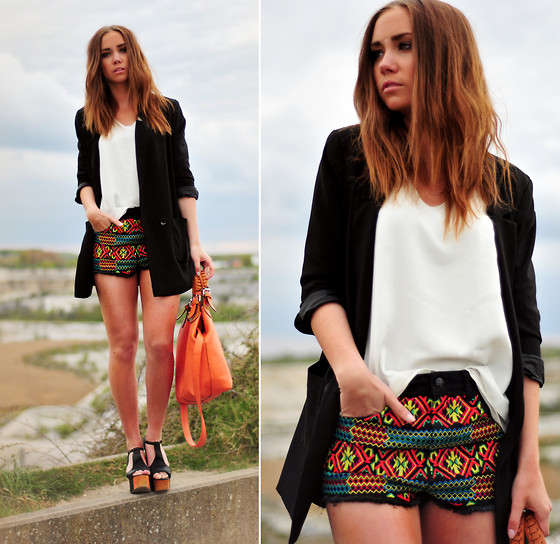 Lisa Olsson - Modekungen Blouse, Topshop Shorts, Jeffrey Campbell Shoes, Gift Bag, H&M Jacket - The soundtrack of our lives.
