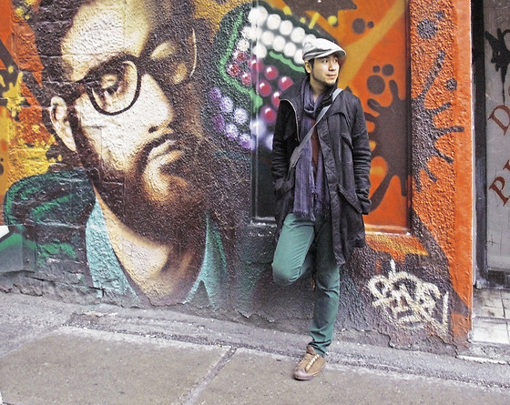 Men in Black with Montreal Graffiti, wearing brown tweeted laceless Converse sneakers and green jeans by BDG, gray beret hat