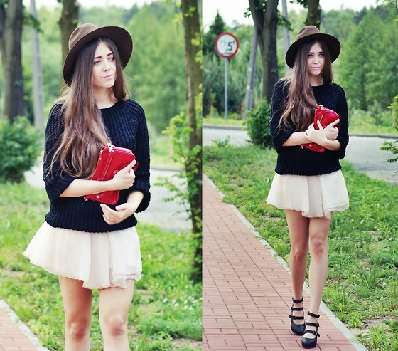 Kasia Szymków - Skirt, Sweater, Vintage Hat, Bianco Shoes, Jill Scott Bag - TuTu