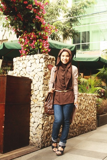 Nova Fatmawati - Queenaya Hodiejah, Iwearup Stella Navy - Look earthy with brown..