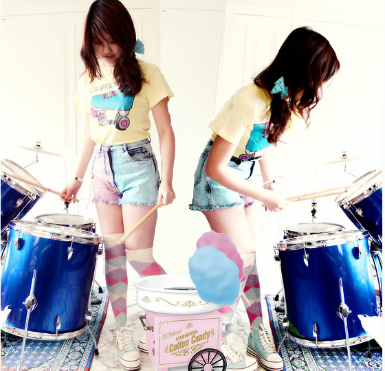 Jen L - Delias Tshirt, Vintage Colorblock Shorts, Betsey Johnson Rainbow Argyle Socks, Wing Shoes - Cotton candy