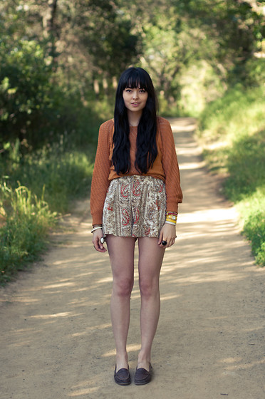 Danielle Payton - Vintage Sweater, Minkpink Shorts, Vintage Loafers - Persian Prints