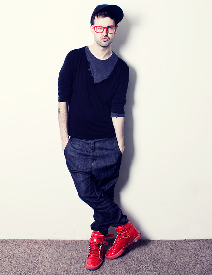 Bershka Carrot Jeans, Supra Red Shoes