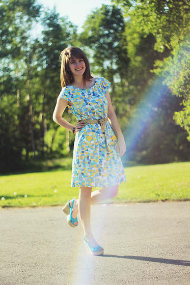 Lauren Parker - Ebay Bubbly Dress, Target Blue Shoes - Walking on sunshine