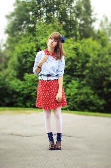 Lauren Parker - Mother's Closet Floral Dress, Thrifted Floral Shirt, Gift Star Socks - Happy birthday, America!