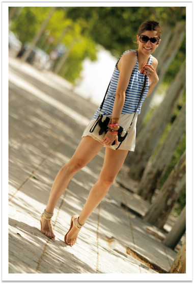 Belén @balamoda - Celop Top, Romwe Shorts, Gioseppo Sandals - Navy in the summer