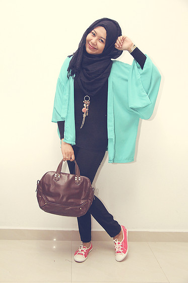 Liza Razak - Lacoste Sneakers, Calaqisya Kimono Cardigan, Zero To Ten Skinny Pants, Cotton On Crumple Shawl, Zara Vintage Satchel, Cats Whiskers Charmed Necklace - Pastel Charmed