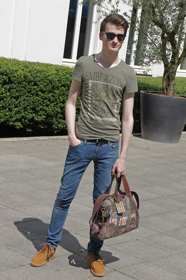 Nino V. - Ray Ban Wayfarer Sunglasses, H&M Green T Shirt, Aaa Black Pony Hair Belt, Nudie Jeans Skinny, Paul Smith Mini In Sherwood Forest, Gucci Hi Top Boat Shoes - Rays of sunlight