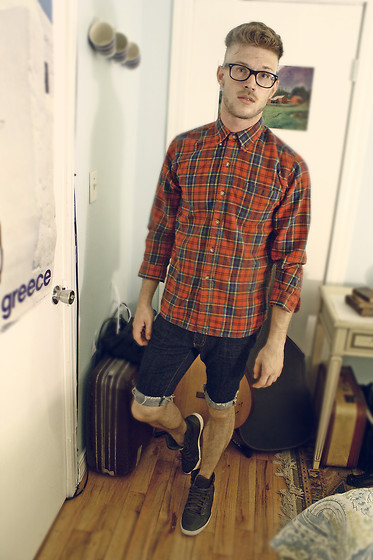 Dorian Sanders - Urban Outfitters Shirt, H&M Shoes - Baby I Can't Keep Up