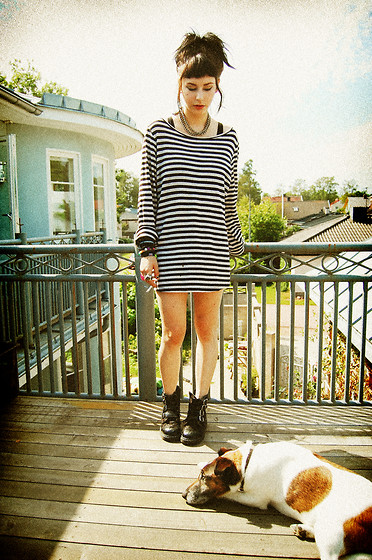 Jerina Laaksonen - 2:Nd Hand Oversized T Shirt, Anarchic Boots - WHAT'S ON YOUR MIND?