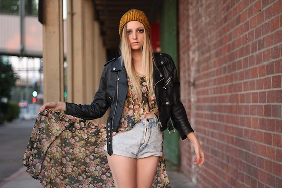 Amber Saylor - Unif Floral Tank, Nasty Gal Leather Moto Jacket, Levi's® Vintage Shorts - Sea Of Love