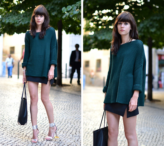 Lucy De B. - Oversized Knit, Silver Heels - Romantic Summer Nights