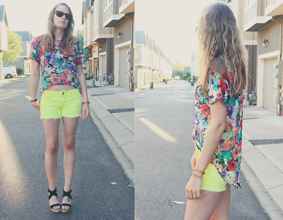 Trudy Weinerman - Nordstroms Floral Top, Target Black Wedges, American Eagle Neon Shorts, Ray Ban Wayfarers - Bottomed out florals