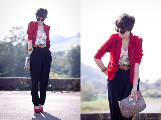 Barbara Zanella - Dress Like A Nerd Vintage Blazer, Júlia Baratto Black Pants, Dylan Bolsas Texas Bag - I saw strangers stealing kisses