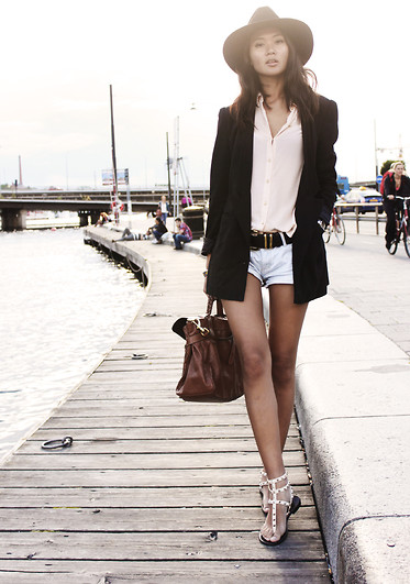 Miu N - Valentino Sandals, Tiger Of Sweden Hat, Zara Shirt, H&M Blazer, Mulberry Bag, Gina Tricot Shorts, Rules By Mary Belt - Hat On!