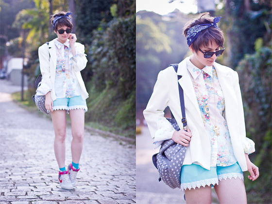 Barbara Zanella - Dress Like A Nerd Floral Shirt, Nike Sneakers, Júlia Baratto Lace Shorts - COMFY! Pero no mucho!