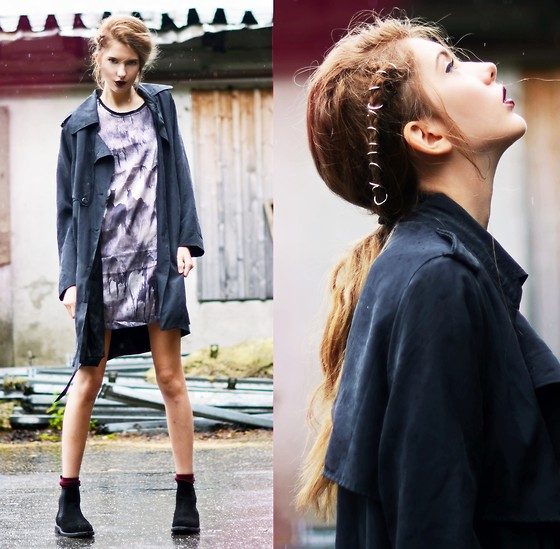 Ebba Zingmark - Silk Dress, 5preview Trenchcoat, Mark Mcnairy Chelsea Boots, Regalrose Hair Rings - The Girl with the Dragon Tattoo