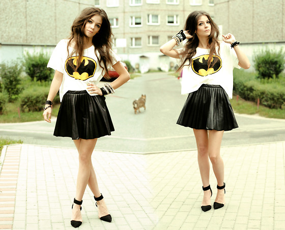 Sonja Gje - Shoes, Tshirt - Batman girl
