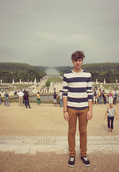 Roberto Ruggiero - H&M Striped Top, Vans Black - One day i'll own Versailles