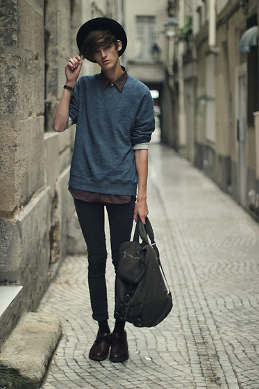 Florentin Glémarec - H&M Sweater, Topman Red Shirt, Cheap Monday Black Slim, Clarks Desert Boot, H&M Bag - Back to school