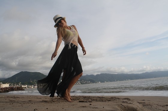 Cassandra De La Vega - H&M Top, Zara Skirt, From Panama Hat - Sand on my feet