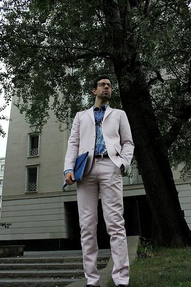 Robin Gervais - H&M White T Shirt, Memento Clothing Blue