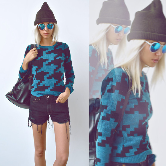 Rae Shoemaker - Husban's Closet Beanie, Urban Outfitters Blue Mirrored Sunnies, Brooklyn Industries Big Check Pullover, Romwe Lovely Style Black Backback, Urban Outfitters Levi's Cut Off Shorts - Pocket full of secrets...