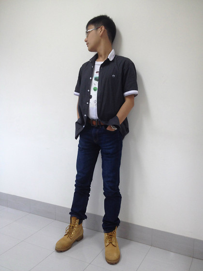 Aloy Chua - Uniqlo Jeans, Timberland Work Boots - On my own pretending she's beside me.