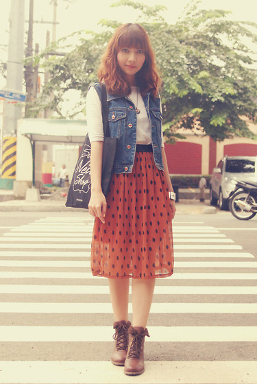 Bestie K - Tee, Vintage Denim Vest, Trunk Show Skirt, Wanted Boots - Easy like sunday morning