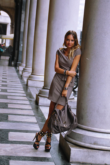 Virginia Varinelli Paris - Viridì Anklet Bracelets, Zanellato Bag - First Day of Milan Fashion Week