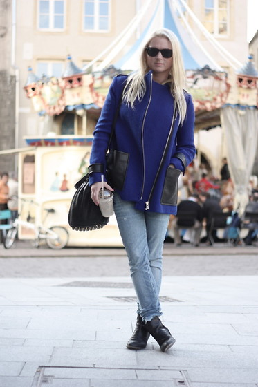 EMILIE HIGLE - Maje Coat, Alexander Wang Bag, Maje Boots, Replay Jeans - ELECTRIC BLUE