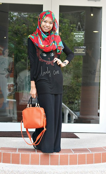 Nadiah Rostam - Zorascarft Scarves, Maxi Skirt, Oranges Handbag, Top Kitty Kitty - Hard Rock !