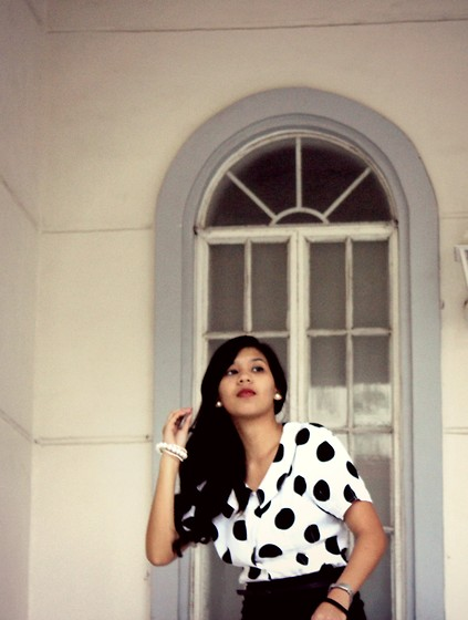 Erika Aguilar - Esprit Polka Dotted W/ Peter Pan Collar Top, Fudge Rock Bunch Of Bracelets - Tell me a Secret
