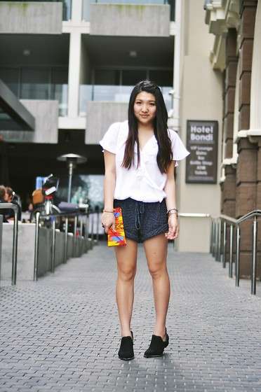 Karen - Joie Silk Blouse, One Teaspoon Knit Shorts, S E N O Bertina - Miss chu sunday